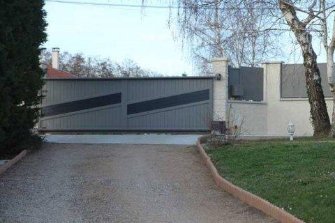 Pose de portail sur mesure aluminium coulissant automatisé AFCA V2 et de clôtures à Beaurepaire